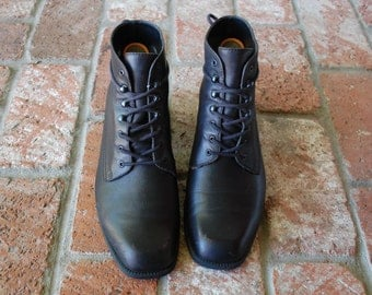 Vintage Womens 9m Nine West Black Leather Ankle Boots Boot Booties Bootie Lace Up Hipster Military Combat Work Daria 90s Gothic Chunky Heel