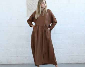 Oversized maxi brown dress.