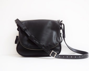Black Leather Purse with Zippered Flap & Base  (Silver), Zipper bag, Tom Ford, Messenger Bag, Cross body leather bag, Fold Over bag