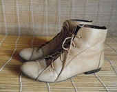 Vintage Lady's Tan Brown Leather Lace Up Flat Ankle Boots Size: EUR 40 / US Woman 9