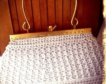 QUEEN   ///    Crochet 60s Handbag