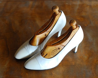 vintage white leather Salvatore Ferragamo heels/ Italian shoes / size 7