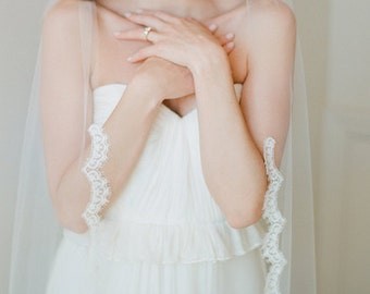 Scallop Lace Veil, Ivory Fingertip Length Veil, Alencon Lace Mantilla Veil, Lace Wedding Veil -Fingertip Veil, Wedding Veil Elbow Off White