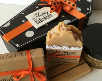 HALLOWEEN COFFIN Bath Gift Set Soap & Sugar Scrub Bath Spa - Choose Your Scent  -  Natural Vegan Cold Process Soaps