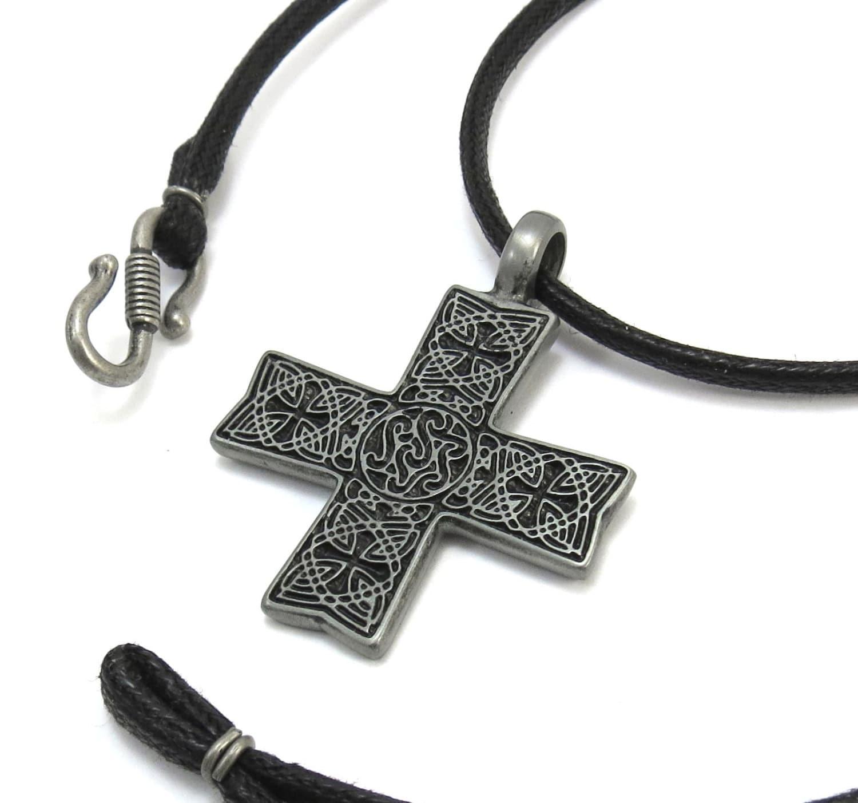 men 39 s celtic cross necklace large celtic cross pendant. Black Bedroom Furniture Sets. Home Design Ideas