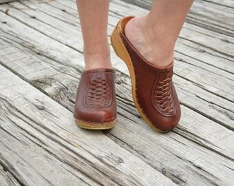 Vintage brown wooden clogs, leather slip-on shoes, Swedish Bastad retro vintage 1970s 36 6