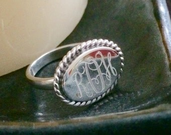 Sterling Silver Monogrammed Ring Oval with Rope Edge (Horozontal)