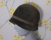 Vintage 1920s Sage Green Cloche Vintage Felt Cloche Flapper Hat Roaring 20s Hat Peacock Hat