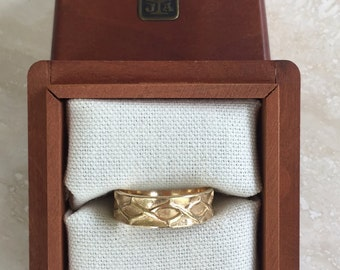 Lovely and Pristine 14k James Avery Crown of Thorns Ring Band Sized Between a 9.5 - 10 and Weighing 8 grams