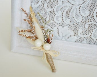 Men's rustic wedding boutonniere, Groom boutonniere, Lapel pin, Rustic buttonhole, Groomsmen corsage, Dried flower boutonniere, Ivory, brown