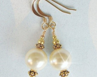 Bridal Earrings, Vintage Style Pearl Wedding Earrings, White Pearl and Gold Earrings, Pearl Drop Earrings, Swarovski Pearls and Antique Gold