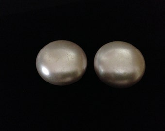 """Vintage 60""""s Faux Pearl Button earrings with silver tone metal clips  (ABX1F)"""