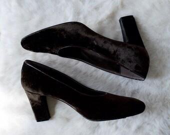 dark humor velour heel pumps / brown velvet pumps / 10 - 42 / 90s pumps / plush heels / demure / brown pumps / luxury / velvet shoes