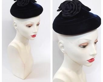 Vintage 1950s Blue Velvet Fascinator Hat Womens 1950s Toque Hat Vintage Satin Floral Party Hat Femme Fatale 50s 60s Coctail Hat Pill Box