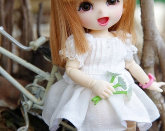 Lati Yellow/ Pukifee - Lovely Daisy Top - White Color