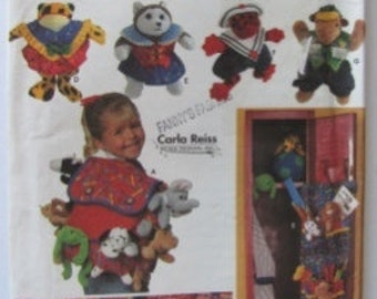 Simplicity 7929, 9 Inch Beanie Babies Animal Accessories, Back Pack, Bed Caddy, Beanie baby Clothing, Locker Organizer, Circa 1997, Uncut