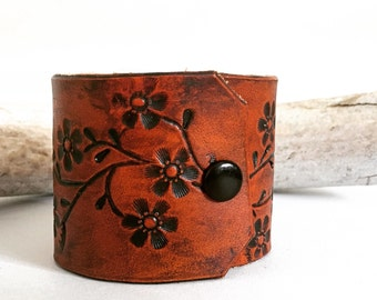 Flower cuff leather bracelet