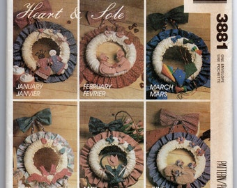 UNCUT 3881 McCalls Crafts Sewing Pattern Seasonal Fabric Wreaths Decoartions Home Decor Vintage Factory Folded