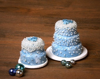 Charming Miniature Christmas Cake for Your Dollhouse