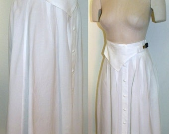 "1980's 80s Skirt / Silk / full skirt / Classic / below knee / Modest / WHITE / Black / avant gardé / Vintage size M / 26"" waist / stretches"