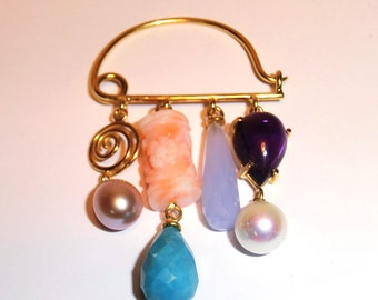 Brooche.Turquoise,Pink carved coral,Amethyst, white\lilac freshwater pearl, Cacholong-Blue Lace Agata.18 Kt yelow gold brooche.Made in Italy