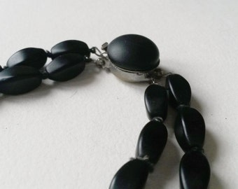 Vintage 1960s double stranded glass bead necklace (F343)