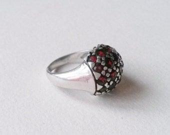Vintage modernist sterling silver garnet ring (F286)