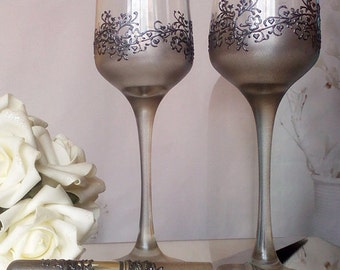 Set of 2 hand painted champagne flutes Lace of clovers in silver