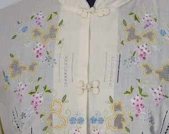 Vintage DAFFODIL Hand Embroidered Long-sleeve Shirt, Mandarin Collar, Frog Fasteners Size M