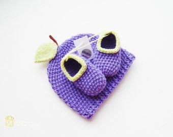Crochet set. Slippers and beanie.