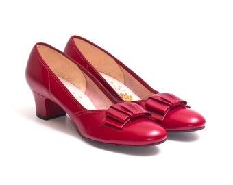1950s Vintage Unworn Red Pumps, Midcentury 50s Bow Detail Leather High Heels by Paradise Kittens size 7N