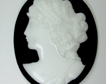 Signed Vintage Cameo