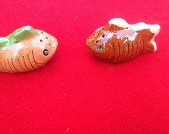 Vintage brown fish ceramic salt and pepper shakers from Mexico