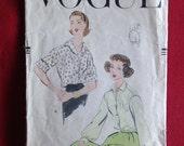 Vintage 1950s Vogue sewin...