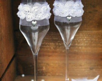 Luxury wedding 2 champagne glasses, Toasting flutes for wedding, White wedding glasses, Wedding glasses with heart, Luxury glasses