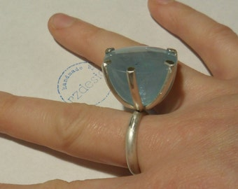 Silver ring with aquamarine cabochon