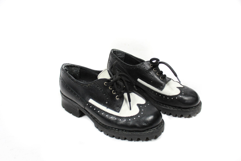 vintage oxford shoes lace up shoes black shoes white shoes