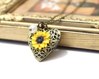 Sunflower Heart locket necklace, Gold Sunflower, Locket Wedding Bride, Bridesmaid Necklace, Birthday Gift, Sunflower Photo Locket