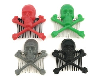 Skull hair comb / skull hair accessory / skull and crossbones / resin jewelry / gothic hair jewelry / skull hair piece / cute hair combs