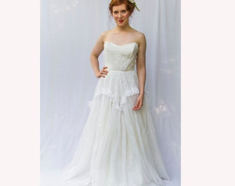Elegant 1940s Strapless Cotton Eyelet Wedding Dress / Gown with Embroidered & Semi-Sheer Organdy