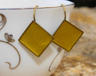 Antique Leverback Earrings//Gold color/ Vintage look/Statement jewelry/Chic earrings