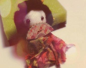 Magnet of a cute geisha
