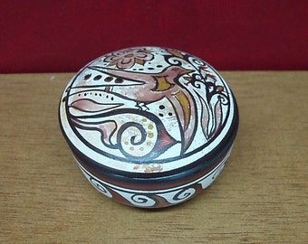 Ceramic round box decorated with ancient Greek, Mycenaean motifs