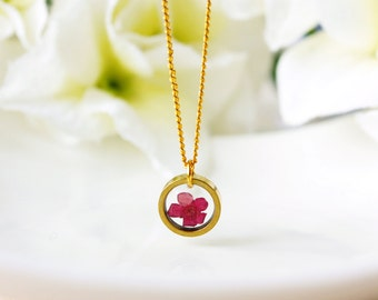 Resin / necklace / red/ Pressed Flower, Simple Gold Necklace, Resin Jewelry, Cool Necklace, Gift for her, Everyday Jewelry, Best Friend Gift