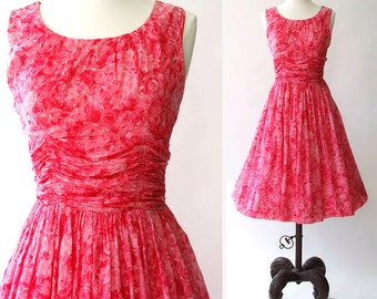 vintage 1950s dress <> 1950s floral cotton dress <> 50s pink floral dress