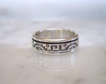 Sterling Silver Spinner Ring - Aztec or Greek Key Design - Size 10