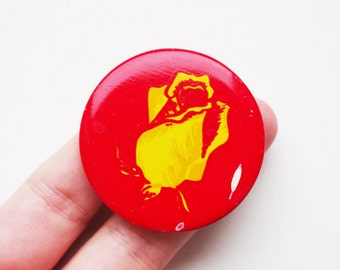 Vintage Soviet pin pinback button rose flower nature motif image cordon medallion token badge brooch rosehip rosebud