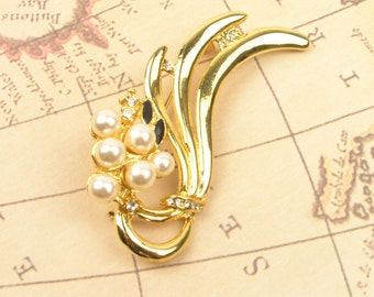 Vintage Gold Tone, Simulated/Faux Pearls Brooch - Vintage Jewelry - Collectible - Gift