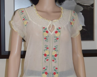 Womens Embroided Top Blouse - Vintage 70's Stlyle Floral Embroided  Blouse by Pure Energy Lightweight and Flowy / Women's  Size 2