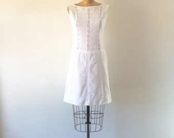 1960s Vintage White Cotton Lace Embroidered Mod Sixties Sleeveless Shift Dress S/M